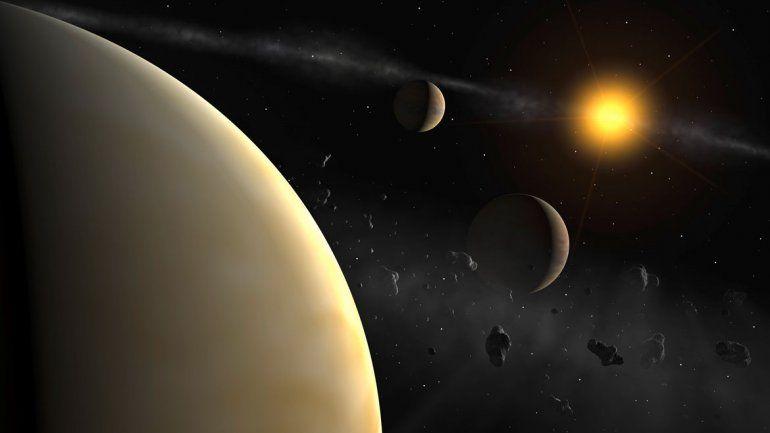 El planeta se llama HD 131399Ab. No se parece a ningún otro conocido y su órbita alrededor de los tres soles es la más amplia descubierta hasta ahora.