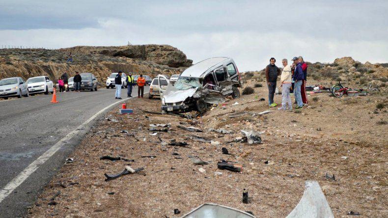 Tres heridos tras un violento choque frontal cerca de Piedra del Águila