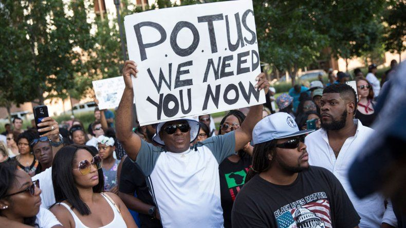 Francotiradores esperaron el momento justo y actuaron de forma premeditada. La manifestación era contra los abusos policiales que sufren los negros.