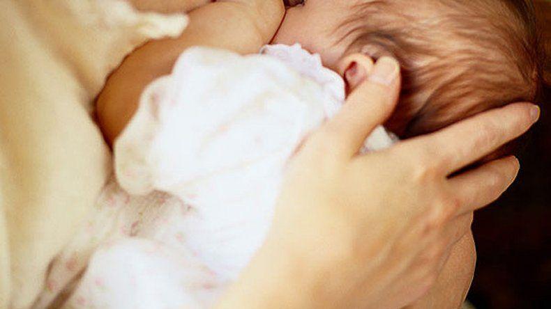 La mamá de la beba más vieja del mundo se llama Huang Qiong (45).