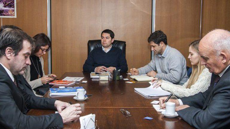 Alejandro Monteiro junto a funcionarios nacionales