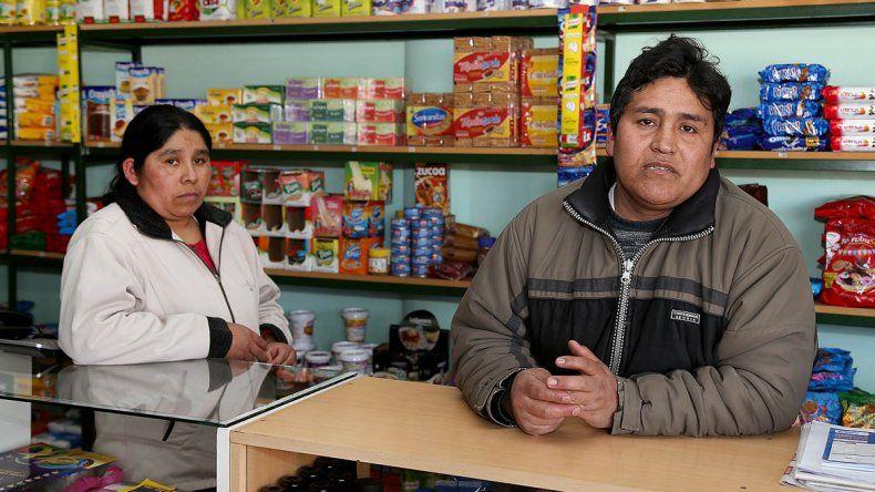 La mujer junto con el comerciante baleado