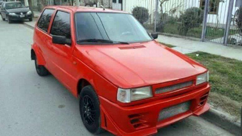 Al Fiat Uno le robaron el estéreo y los parlantes. Además