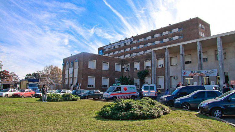 El Hospital Posadas quedó conmocionado por lo que ocurrió ayer a la mañana. La niña sigue luchando por su vida.