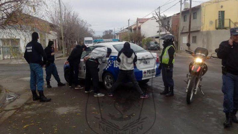 Tres adolescentes robaron ropa de una camioneta y los atraparon a las pocas cuadras