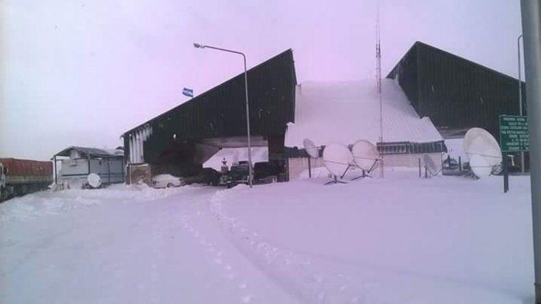 Pino Hachado continúaintransitable por el temporal de nieve