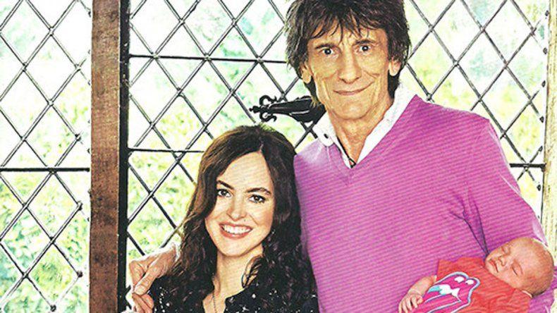 La noticia llega dos meses después de que su amigo y compañero de banda Ronnie Wood se convirtiera en padre de gemelos a los 68 años.