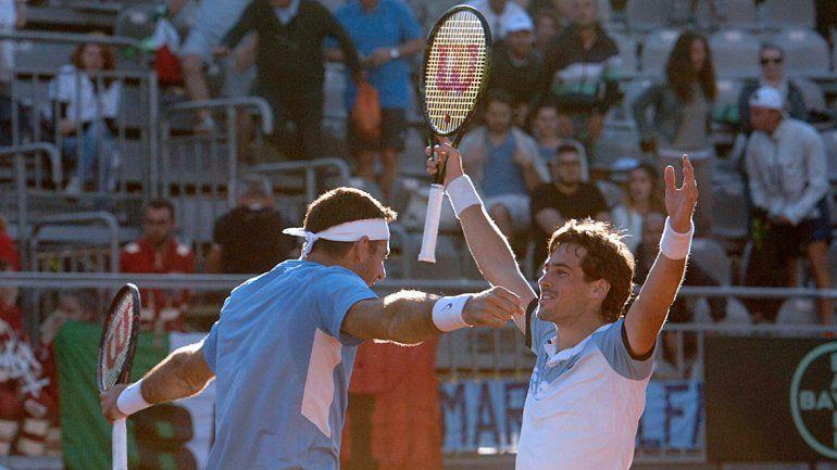 El abrazo del alma. Delpo y Pella lograron una victoria casi decisiva para Argentina