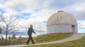 Roberto Figueroa dirige desde 1996 el Observatorio Astronómico, lugar que todos los neuquinos saben dónde queda, pero que visitan poco.