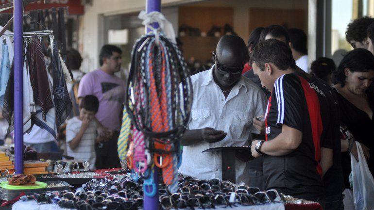 Muchos extranjeros ya son parte del paisaje cotidiano en la ciudad de Neuquén. Migraciones recibe cientos de consultas diariamente.
