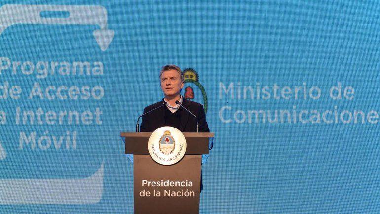 Macri presentó un plan de canje de celulares en cuotas y a 2200 pesos
