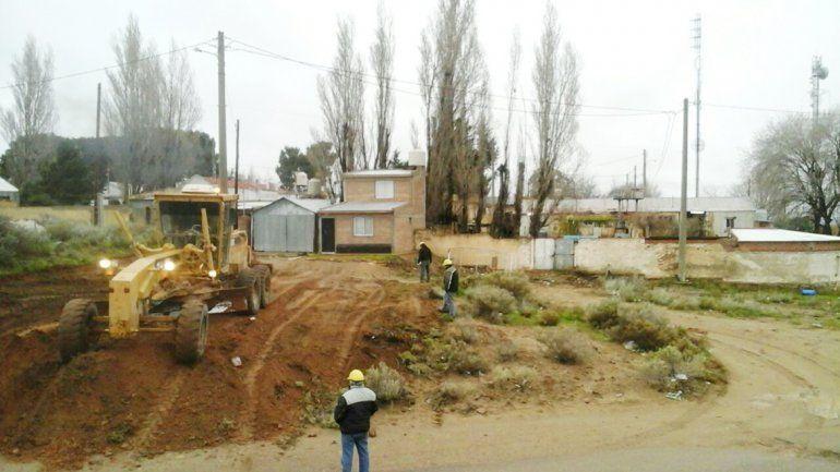 El pozo petrolero se encuentra en pleno barrio Uno de Plaza Huincul.