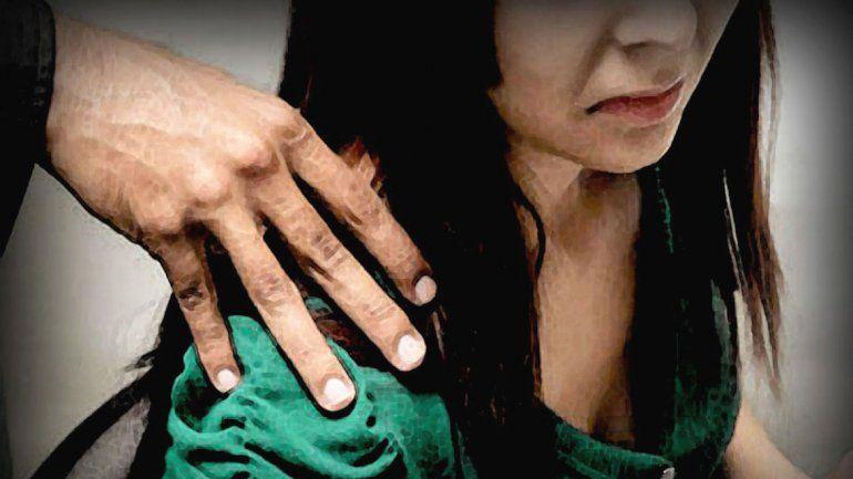 La joven recibió masajes en hombros y pies antes del intento de abuso.