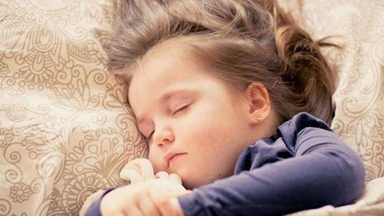 Los chicos de 3 a 5 años que se van a la cama a las 21 tienen menos chances de ser gordos.