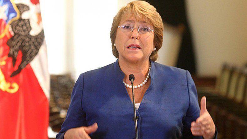 Bachelet ordenó quitarles la visa a diplomáticos bolivianos.