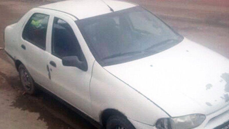 El Fiat Siena robado en el Bajo
