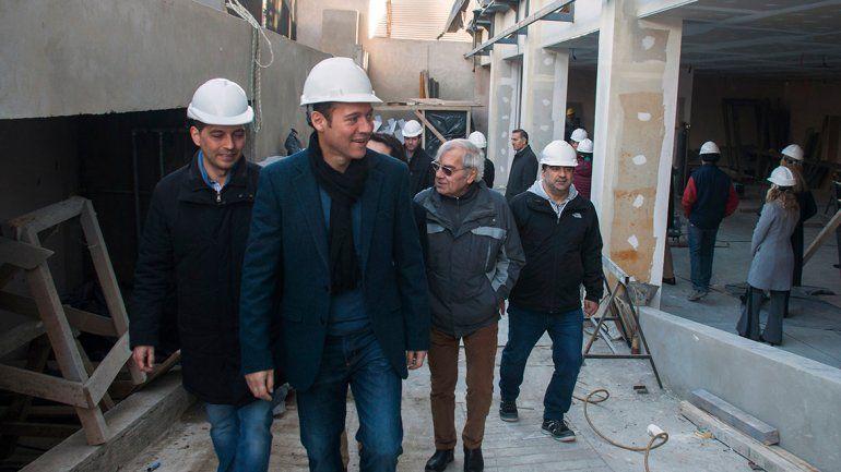 Gutiérrez recorrió la obra de la sucursal del BPN en Alta Barda.