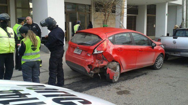 Borracho chocó dos autos estacionados y después se enfrentó a la Policía