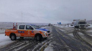 La llegada de la nieve se hace notar en las rutas cordilleranas. Para circular, paciencia y precaución.