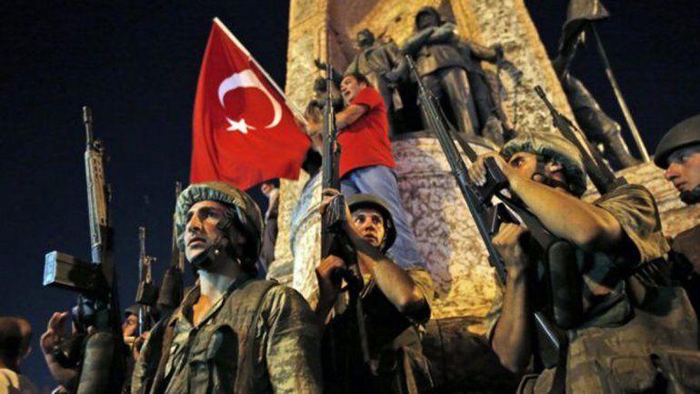El viernes hubo un sangriento intento de golpe de Estado.