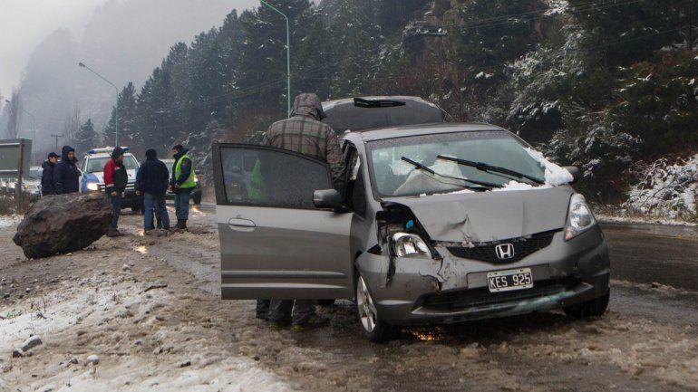 El airbag salvó a la pareja que pasaba frente a un supermercado local.