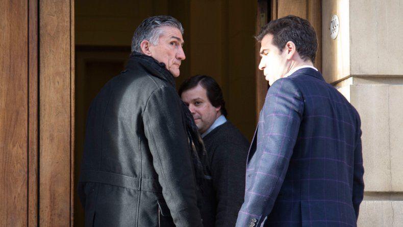Edgardo Bauza tras salir de la reunión con el directivo del momento.