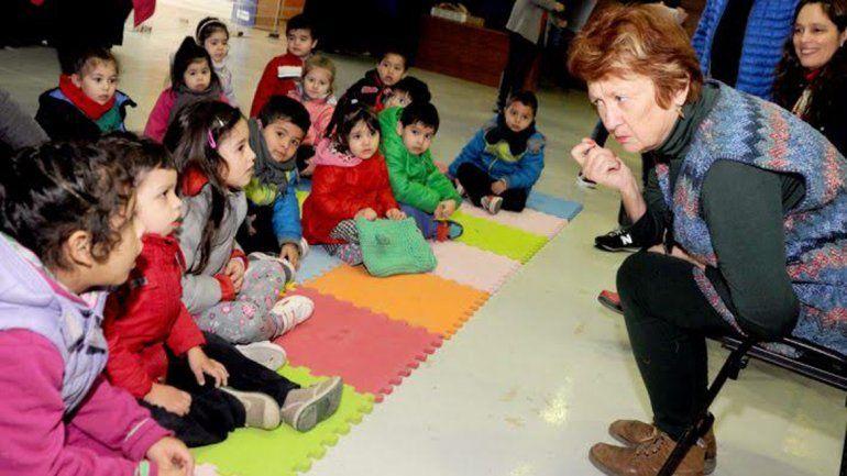 Los niños se deslumbraron con el cuento narrado por Panelo.