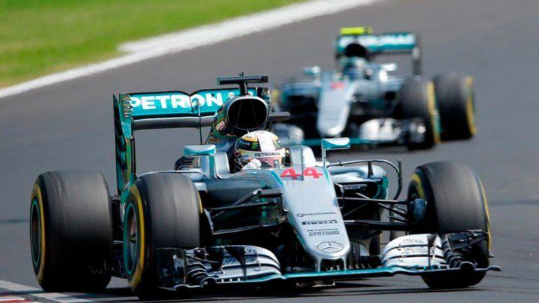 Hamilton se impuso en Hungría y superó a Rosberg en el campeonato