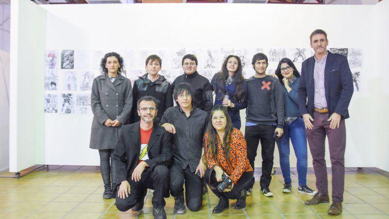 Autoridades de la Subsecretaría de Cultura y del museo junto a los artistas.