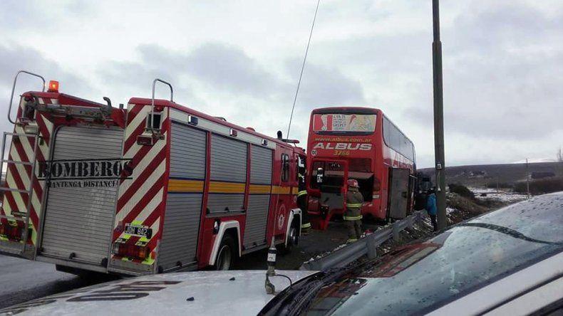 Por un cortocircuito, se incendió un colectivo con 19 pasajeros cerca de Junín de los Andes