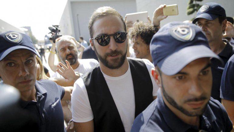 Higuaín llegó a Turín para sumarse a la Juventus
