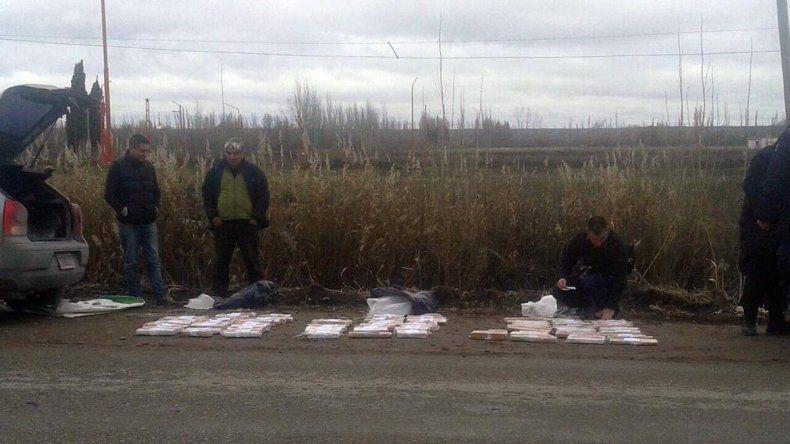 Dos detenidos con 85 paquetes de droga durante un control en una zona rural de Allen