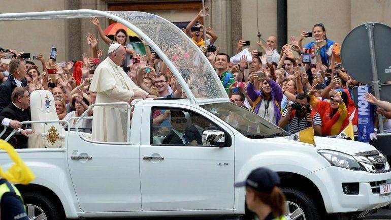 Cerca de 350.000 personas aclamaron a Francisco