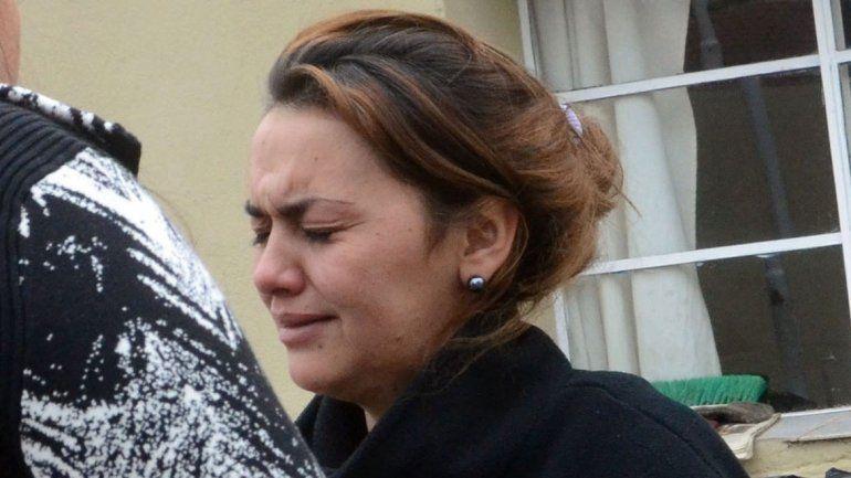 Gabriela Calluqueo (foto) perdió todo. Hace 6 meses comenzó a trabajar como bombera voluntaria en el cuartel de Plottier.