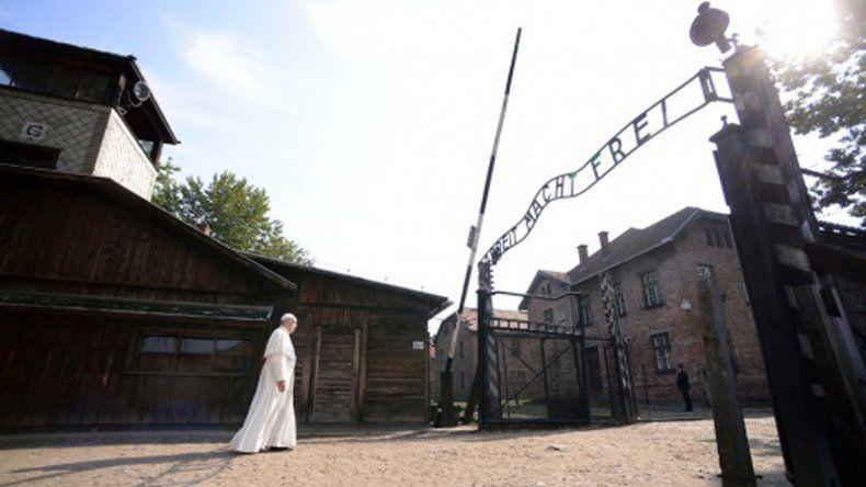 El papa Francisco pidió perdón por tanta crueldad en Auschwitz