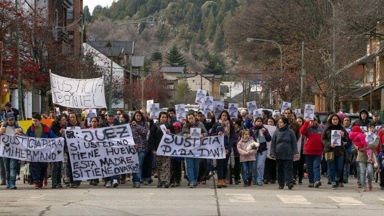 Cientos de vecinos y familiares reclamaron justicia por Daniel Faulkner