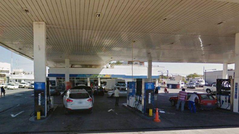 El incidente ocurrió en la estación de servicio de Perticone y Bahía Blanca.