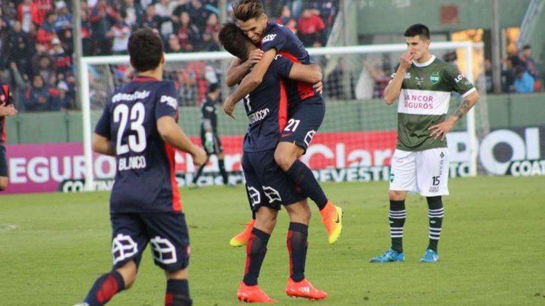 San Lorenzo goleó a Unión y clasificó a los 16avos