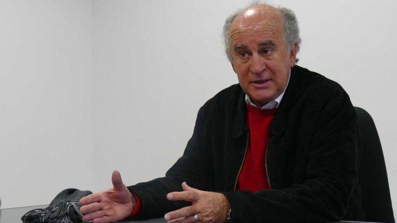 Oscar Parrilli pasó por Neuquén para lanzar el Instituto Patria. El ex secretario general de la Presidencia dice que el PJ debe tener un candidato propio para ir por la provincia. Afirma que tiene diálogo con Rioseco
