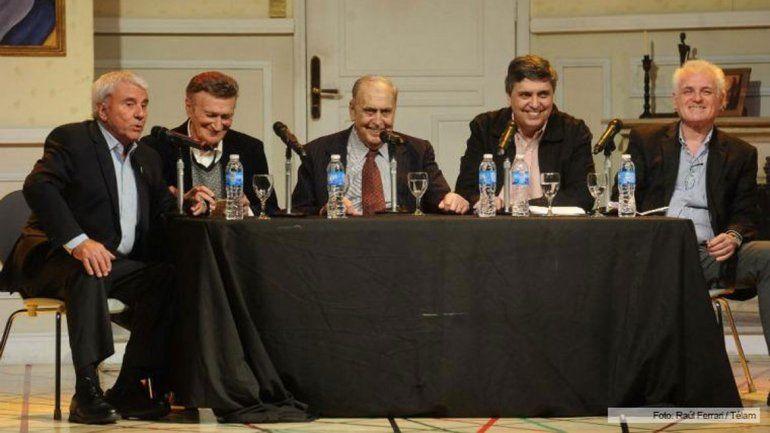 Juan Carlos presentó su libro Metamorfosis el año pasado junto a Fernando Bravo