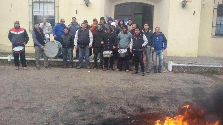 Vigiladores de escuelas están de paro en la comarca petrolera