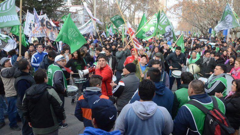 Hubo manifestación permanente en las inmediaciones de la Casa de Gobierno.