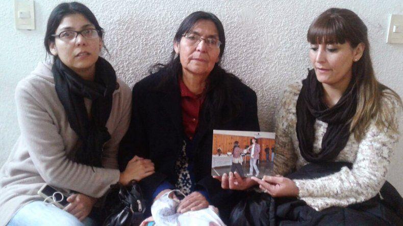 Doña María Casiano y sus hijas Juana y Cecilia
