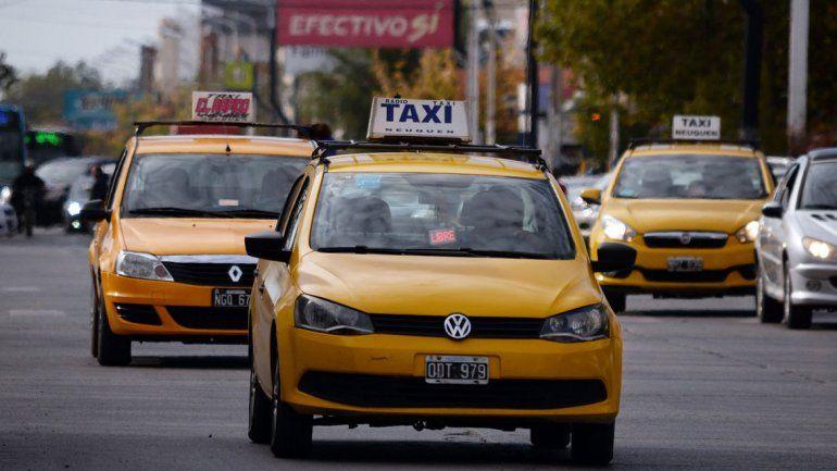 Los propietarios de taxis pidieron que el Municipio analice la legalidad de la aplicación de tecnología desarrollada por un vecino para pedir un taxi.
