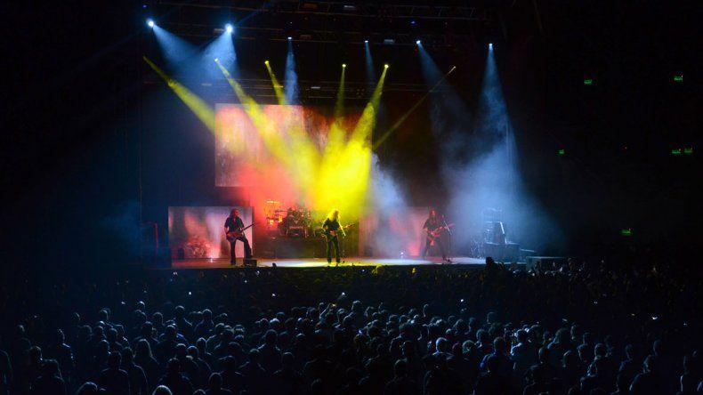 El Ruca Che se llenó de metal en una noche que quedará guardada en la historia del rock en la Patagonia. Hoy se repetirá la fiesta.