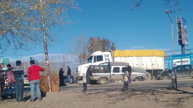 Un accidente complica el tránsito en Ruta 22 y El Cholar