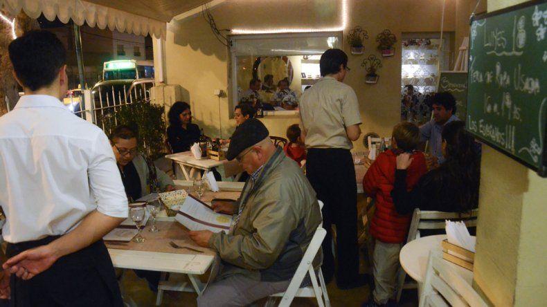 Se estima que disminuyó un 30% el consumo de bebidas alcohólicas en los restaurantes de la ciudad.