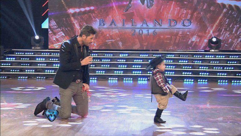 El pequeño mostró su zapateo en Showmatch y fue afano
