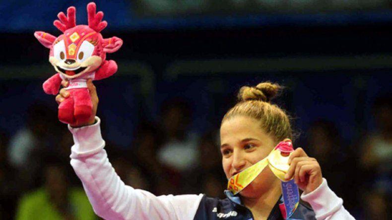 La Peque con sus dos máximas conquistas: el bronce de Beijing 2008 y su máxima presea obtenida ayer.
