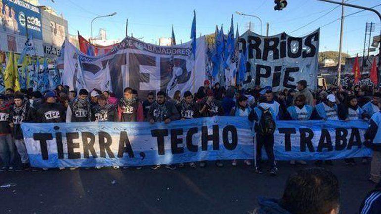 Miles de personas marcharon en demanda de trabajo